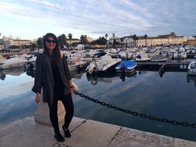 Amanda na cidade de Faro, onde fica a Universidade de Algarve. Foto: arquivo pessoal