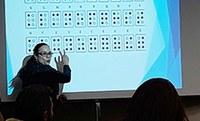 Comunicação especial facilita inclusão escolar, mostra especialista