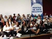 Alunos de Pedagogia fazem apresentação sobre educação inclusiva
