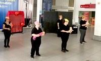Grupo de teatro Sintonia faz homenagem no Centro de Convivência