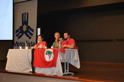 Vitor Mendes Monteiro (à dir.) e Carolina Vigliar durante X Encontro de Movimentos Populares e Cidadania