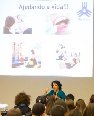 """Cristiane Lopes durante a palestra """"Profissionais da Saúde: vocação ou profissão?"""". Foto: Anderson Rodrigues"""