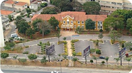 Edifício Alfa e o caminho que o ligava à Avenida Anchieta. Foto: Arquivo Fateo
