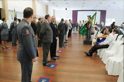 Momento da entra da medalha Coronel Paul Balagny. Foto: Divulgação/Polícia Militar
