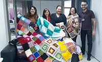 Pastoral entrega 26 mantas à Casa de Mãe