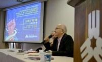 Norval Baitello Junior discute 'tempos venenosos' da comunicação em evento