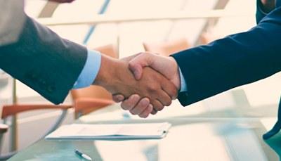Saiba mais sobre as parcerias da Escola de Engenharias, Tecnologia e Informação com diversas empresas.