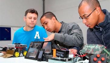 Escola de Engenharias, Tecnologia e Informação conta com grupos de estudos. Conheça.