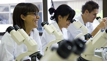 Para o desenvolvimento do aprendizado prático, o curso dispõe de laboratórios multidisciplinares para os alunos.
